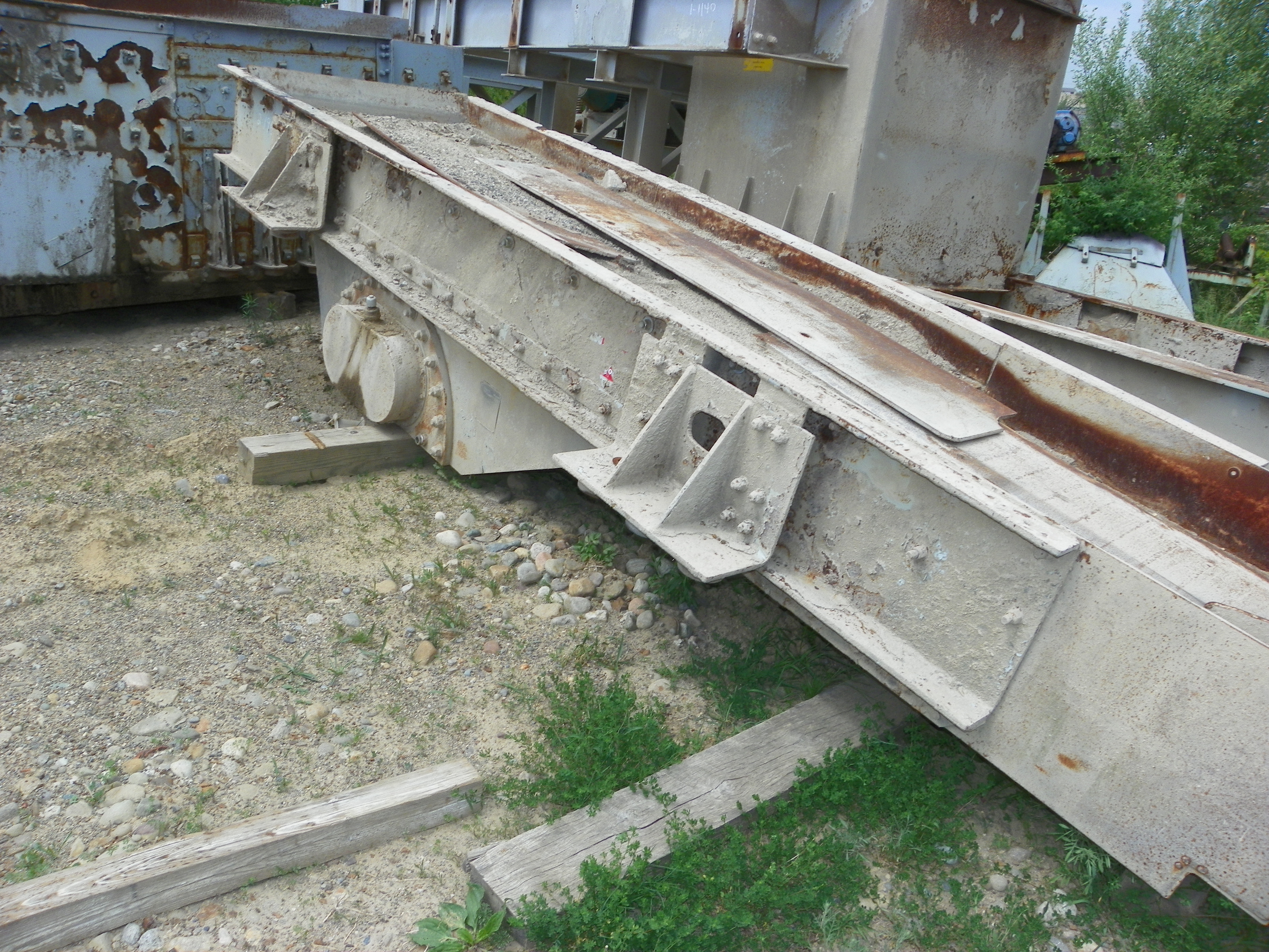 "CEDAR RAPIDS 52"" X 17' VIBRATING FEEDER WITH SUBSTRUCTURE -2"
